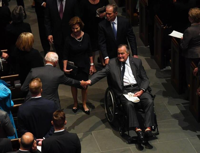 Former US President George H.W. Bush exits the funeral of his wife Barbara Bush, followed by his daughter-in-law former First Lady Laura Bush and former US President George W. Bush, at St. Martin's Episcopal Church in Houston, Texas, USA, 21 April 2018. (Estados Unidos) EFE/EPA/FILE/ POOL