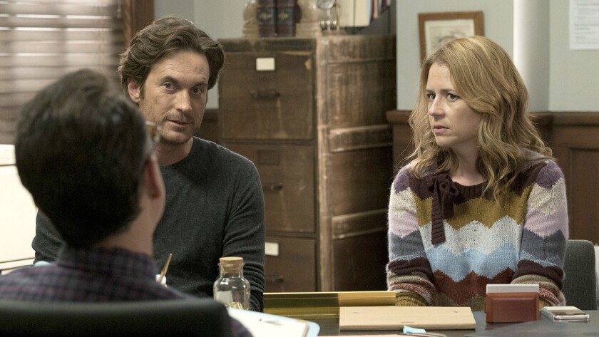 """Oliver Hudson and Jenna Fischer in """"Splitting Up Together"""" on ABC."""