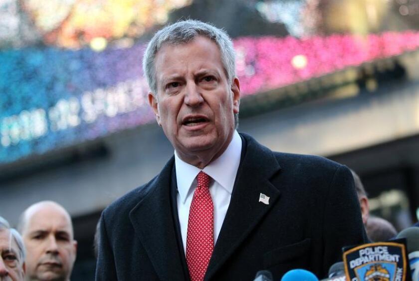 El alcalde de Nueva York, Bill de Blasio ofrece una rueda de prensa junto a la terminal de autobuses de la Autoridad del Puerto en Nueva York (Estados Unidos), el 11 de diciembre de 2017. EFE/Archivo