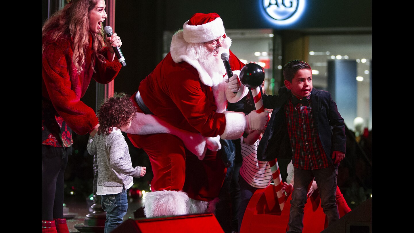 Photo Gallery: Fashion Island annual tree-lighting ceremony