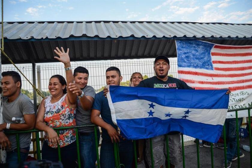 El narrador Néstor Gómez ayuda a los inmigrantes a encontrar sus voces