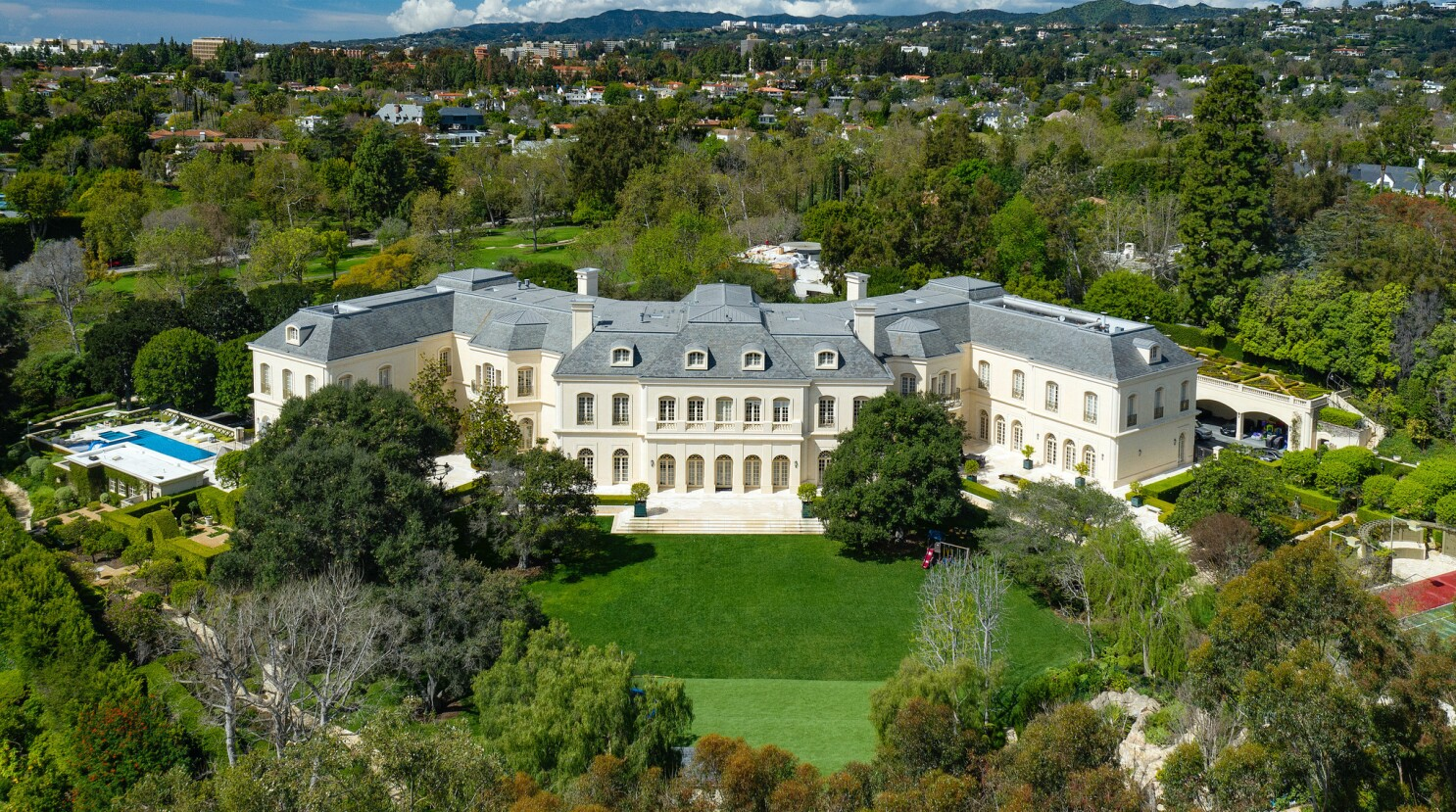 Must Reads Big Home Big Deal The Manor In Holmby Hills Sets An L A County Price Record At 119 75 Million Los Angeles Times