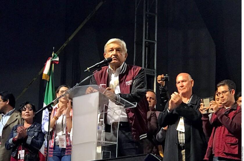 Andrés Manuel López Obrador se comprometió en Tijuana a disminuir el IVA del 16 al 8 por ciento en la franja fronteriza para homologarlo con California, Estados Unidos.
