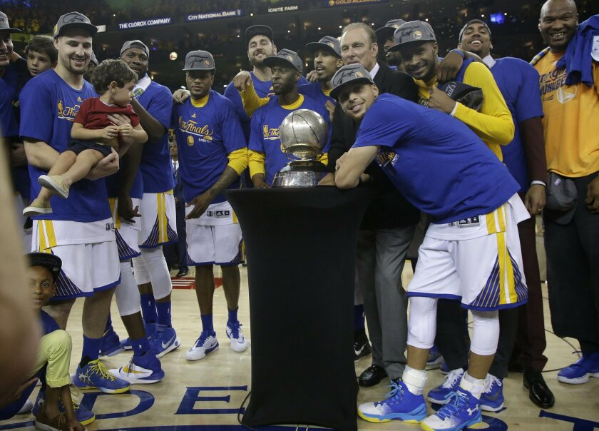 Golden State Warriors' Stephen Curry, center, and teammates celebrate after beating the Oklahoma City Thunder in Game 7 of the NBA basketball Western Conference finals in Oakland, Calif., Monday, May 30, 2016. The Warriors won 96-88. (AP Photo/Marcio Jose Sanchez, Pool)