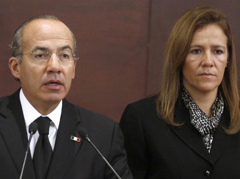 Fotografía de archivo del expresidente de México, Felipe Calderón (i) en compañía de su esposa, Margarita Zavala (d). EFE/Archivo