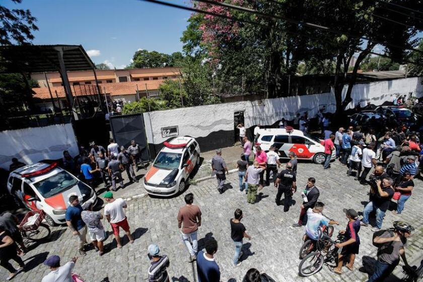 Police stand guard after a shooting on March 13, 2019, at a public high school in Sao Paulo's metropolitan region, southeastern Brazil. At least 10 people were killed, including several students between the ages of 15 and 17, the Military Police of Sao Paulo said. EPA-EFE/Sebastiao Moreira