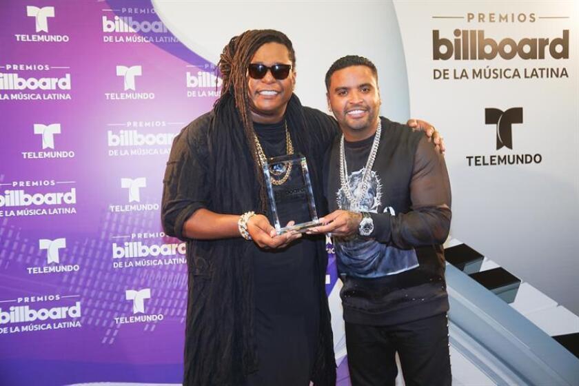 El dúo puertorriqueño Zion y Lennox posa durante la entrega de los Premios Billboard a la Música Latina en el BankUnited Center de Miami, Florida. EFE/Archivo