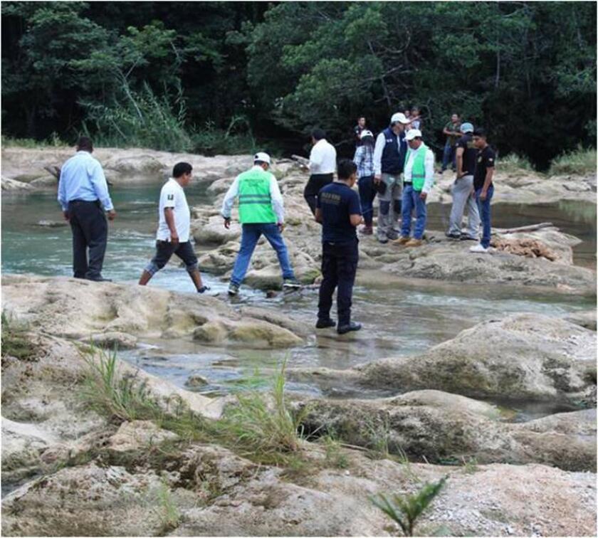 Vista general hoy, lunes 13 de noviembre de 2017, de una de las Cascadas de Agua Azul de Tumbalá, en el estado de Chiapas (México), que se vio disminuida drásticamente por el sismo del pasado 7 de septiembre, de acuerdo con el coordinador de supervisión y evaluación regional de la Secretará de Protección Civil del estado de Chiapas, Daniel Cuate.EFE/PROTECCIÓN CIVIL/ SOLO USO EDITORIAL