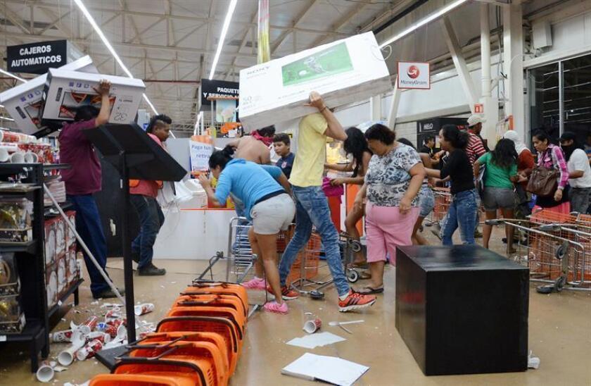 Decenas de personas saquean tiendas en el Estado de México. EFE/Archivo