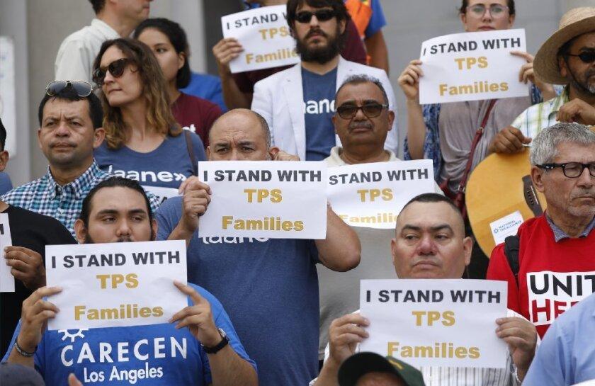 Surge otra demanda por cancelación de TPS, esta vez en apoyo a los hondureños