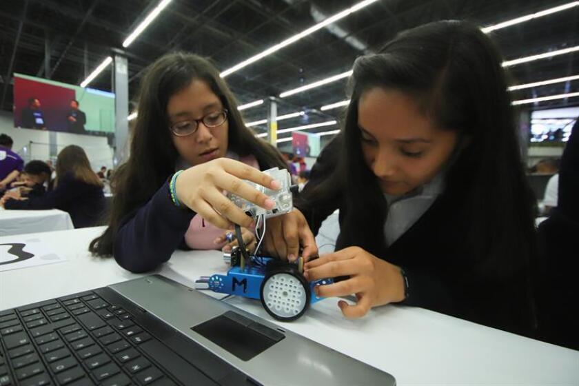 Adolescentes mexicanos se preparan para ser la nueva generación de especialistas en robótica e ingeniería, una vocación que es impulsada en el Talent Land, el evento de innovación y tecnología que concluye hoy en el estado mexicano de Jalisco. EFE