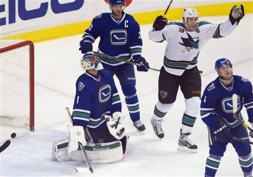Handzus Scores In So Sharks Beat Canucks 3 2 The San Diego Union