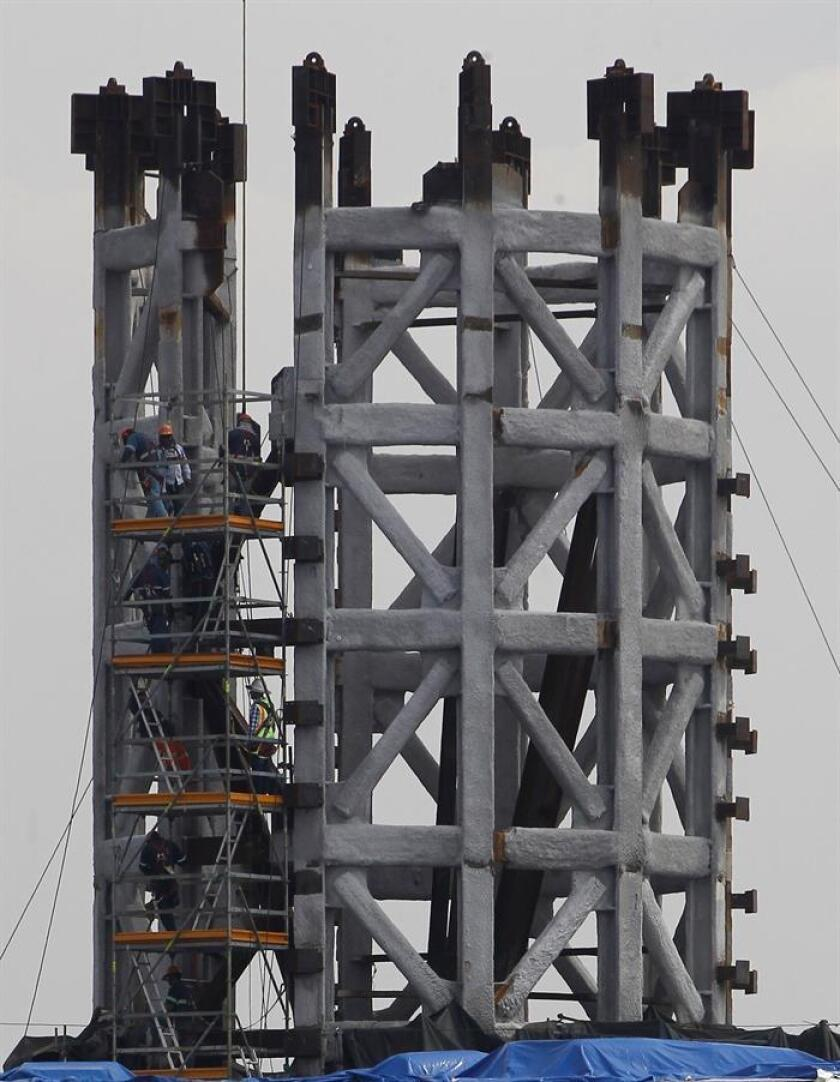 Vista de la estructura de una torre de control durante la construcción del Nuevo Aeropuerto Internacional de México (NAIM), el pasado 12 de noviembre de 2018, en Ciudad de México (México). EFE