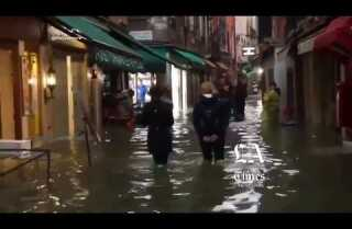 Venecia sufre su peor inundación en más de 50 años