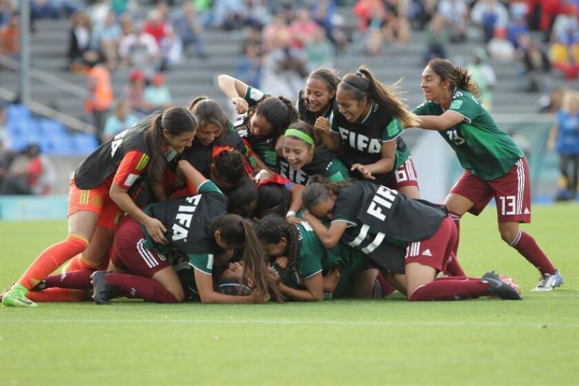 Las jugadoras de México celebran la victoria en penales hoy, domingo 25 de noviembre de 2018, durante el partido de los cuartos de final de la Copa Mundial Femenina Sub'17 entre México y Ghana, en el estadio Charrúa en Montevideo (Uruguay). EFE