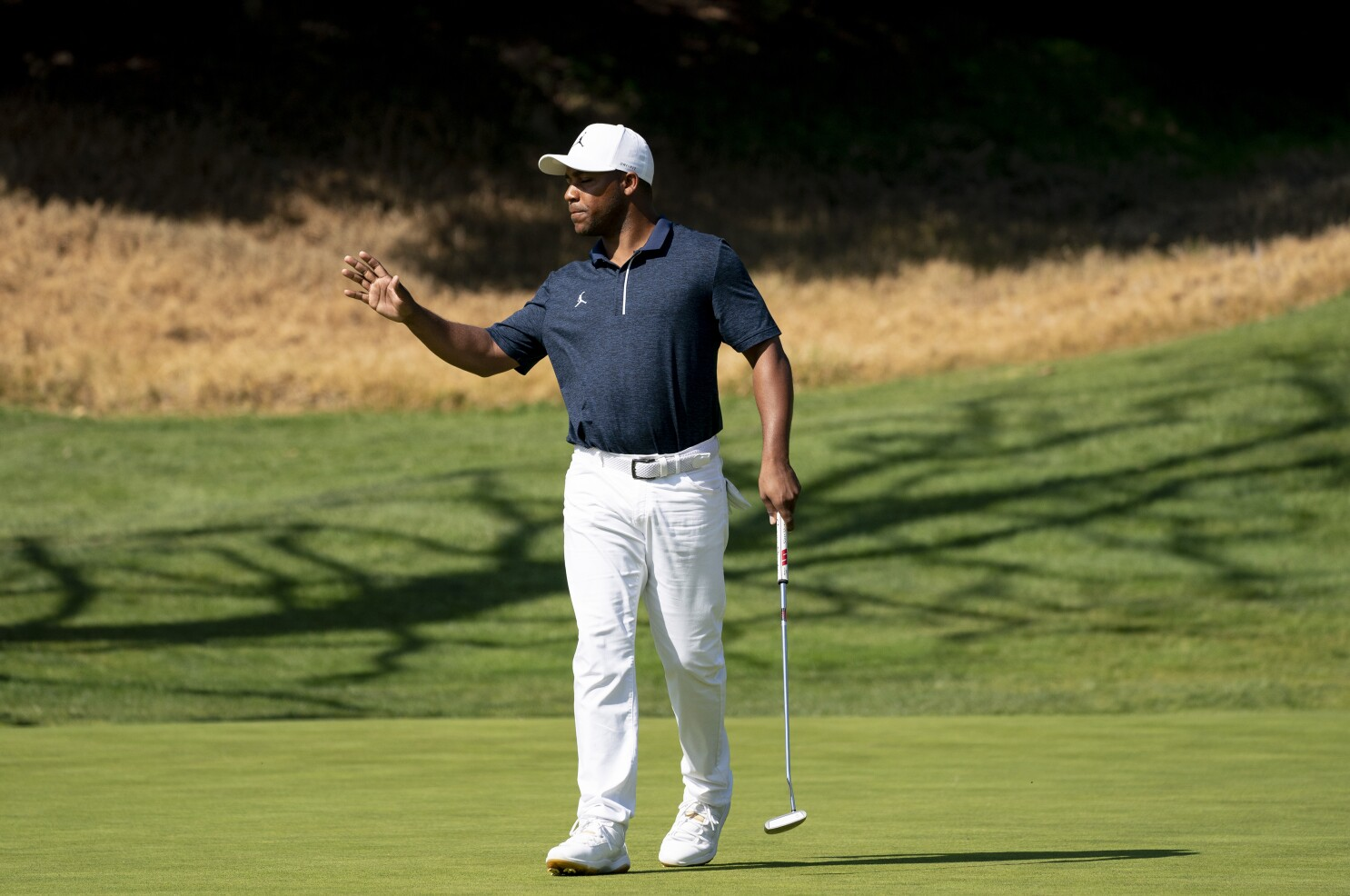 Harold Varner Iii Stays In Contention At Riviera After Stumble Los Angeles Times
