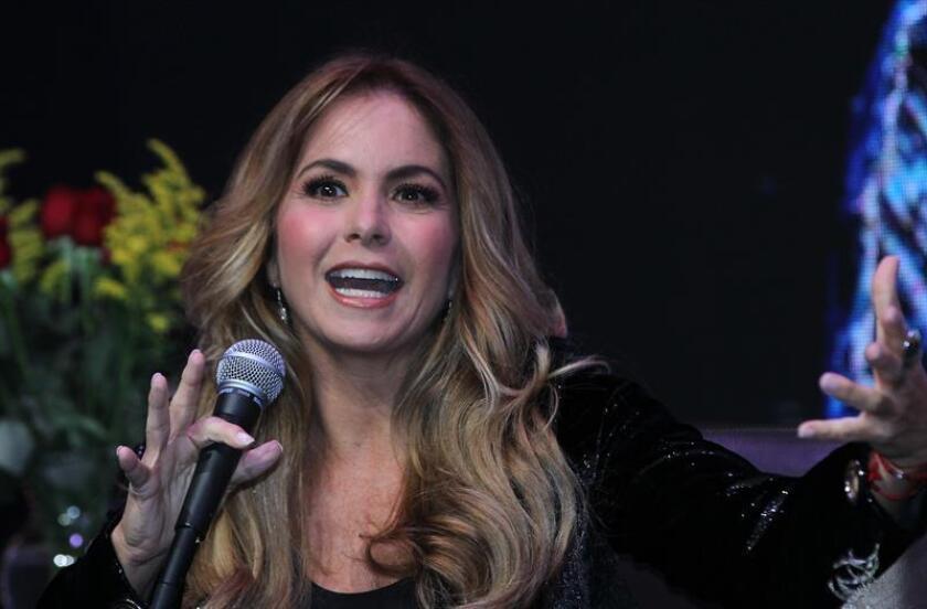 La actriz y cantante mexicana Lucero participa durante una rueda de prensa hoy, martes 13 de noviembre de 2018, en Ciudad de México (México). EFE