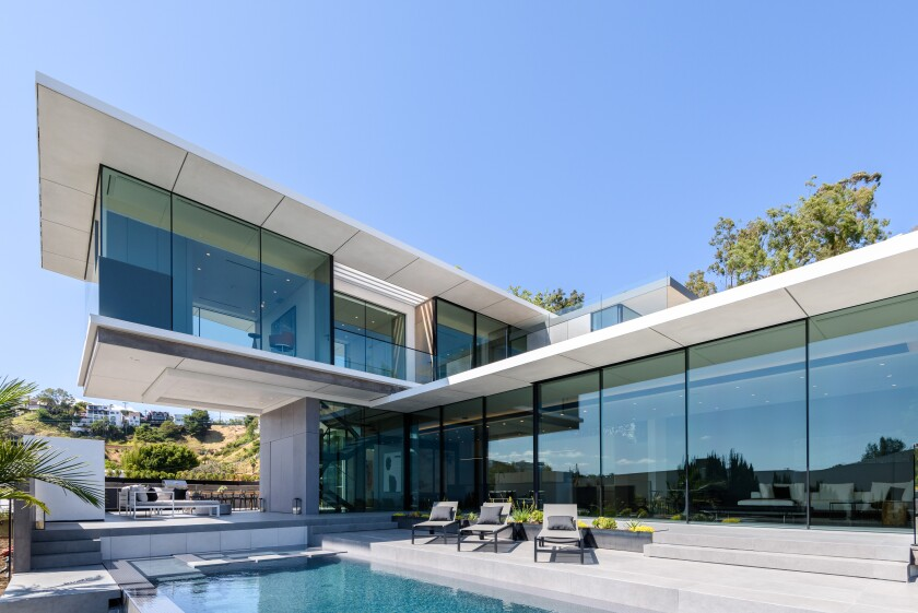 After buying in Malibu, basketball player Chandler Parsons has scooped up a contemporary-style showplace above the Sunset Strip.