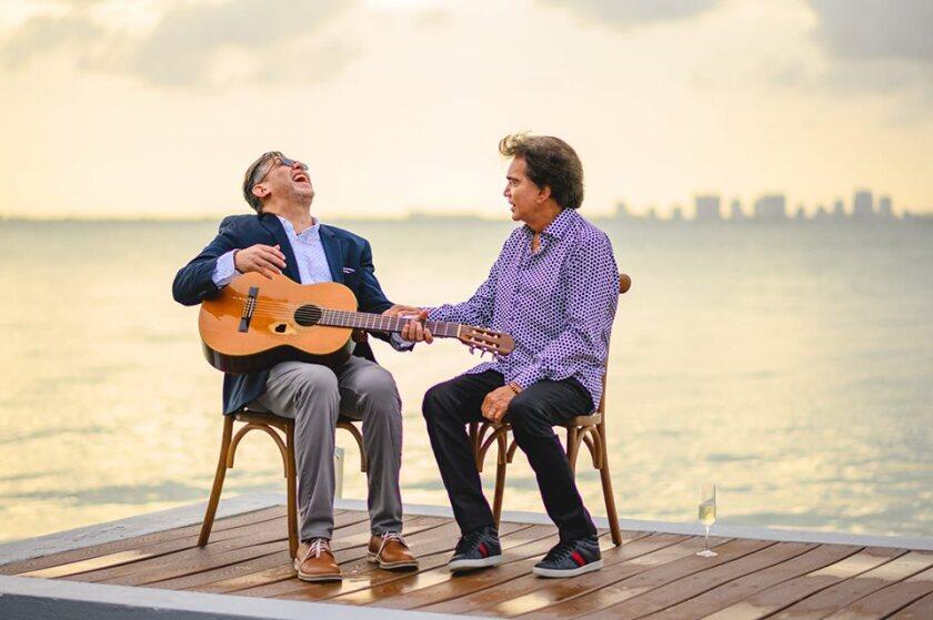 José Luis Rodríguez al lado del productor de su próximo disco, Yasmil Marrufo.