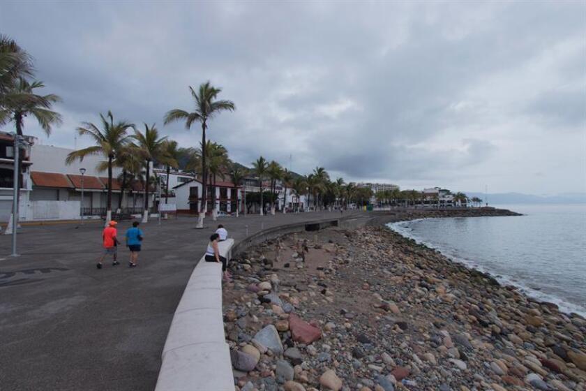 Fabio se convirtió hoy en un huracán de categoría 2 en la escala Saffir-Simpson y continúa intensificándose mientras se aleja de las costas del Pacífico mexicano, informó hoy el Sistema Meteorológico de México (SMN). EFE/Archivo