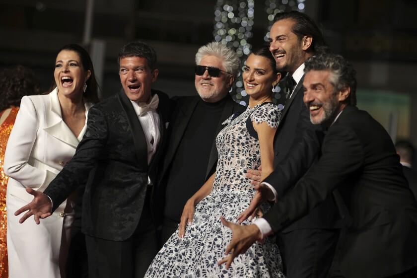 Nora Navas, Antonio Banderas,  Pedro Almodóvar,  Penélope Cruz, Asier Etxeandia, y Leonardo Sbaraglia