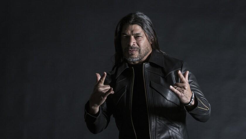Con su inconfundible aspecto y sus raíces mexicanas, Robert Trujillo le ha dado diversidad al aspecto de Metallica, un grupo de metal californiano que ha trascendido toda clase de fronteras.