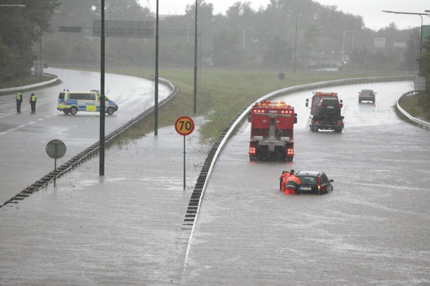 A car is salvaged from a flooded street in Malmo, southern Sweden, Sunday Aug. 31, 2014. Heavy rains and flash floods have snarled road and rail traffic in Sweden and Denmark, with divers called to rescue some people in submerged vehicles. Overnight rains which spread into Sunday forced the evacuation of residents to be evacuated from waterlogged homes in some areas. Buses in the Swedish city of Malmo came to halt after vehicles broke down on flooded roads with divers helping to evacuate passengers from submerged vehicles. (AP photo/Stig-Ake Jonsson, TT News Agency) SWEDEN OUT