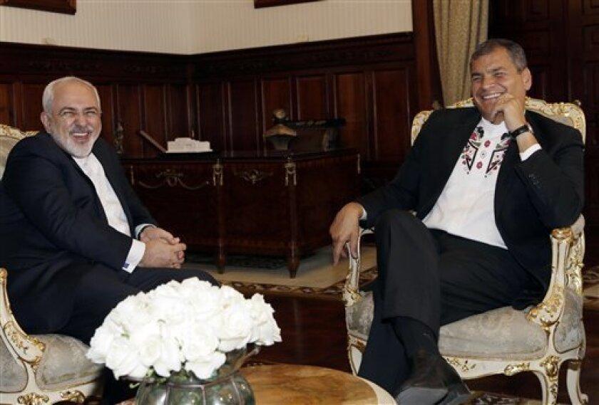 El presidente ecuatoriano, Rafael Correa, der, aseguró que en las próximas semanas la Fiscalía de Suecia interrogará al fundador de WikiLeaks, Julian Assange, en la Embajada de Ecuador en Londres, donde se encuentra asilado desde hace más de cuatro años.
