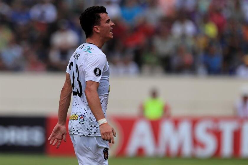 El jugador Bernardo Añor de Caracas celebra un gol durante un partido de la Copa Libertadores. EFE