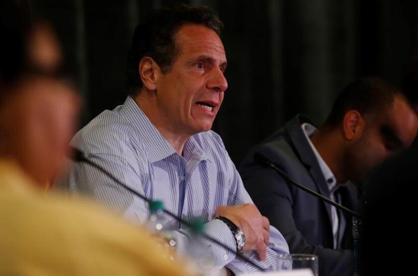 El gobernador de Nueva York, Andrew Cuomo, anunció hoy la tercera fase de la iniciativa NaturalizeNY y la asignación de más de 1,2 millones de dólares para ayudar hasta a 1.800 inmigrantes a realizar sus trámites para obtener su ciudadanía. EFE/ARCHIVO
