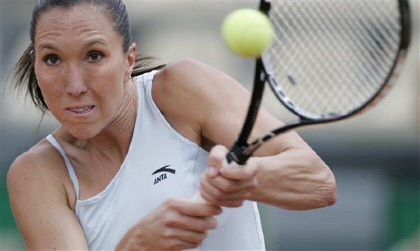 Serbia's Jelena Jankovic returns the ball to Ukraine's Kateryna Bondarenko at the Italian Rome Masters tennis tournament in Rome, Wednesday, May 6, 2009. (AP Photo/Gregorio Borgia)