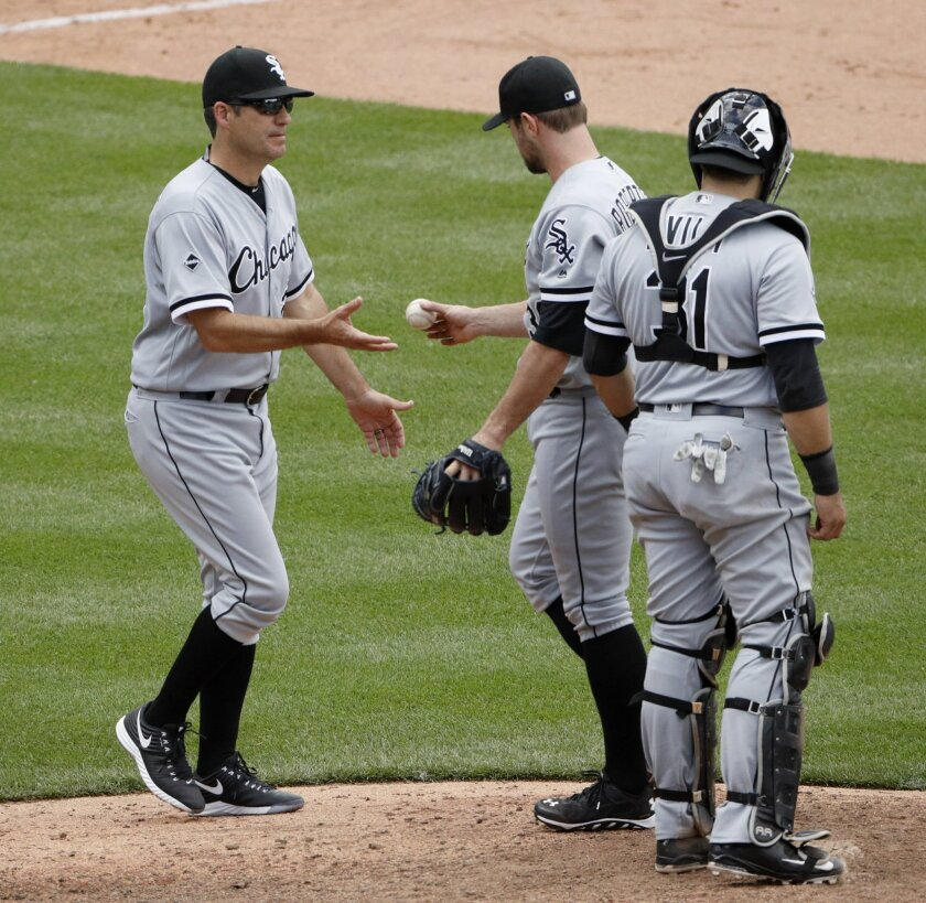 Chicago White Sox manager Robin Ventura, left, takes the ball from relief pitcher David Robertson as he makes pitching change during the ninth inning of a baseball game against the Kansas City Royals Saturday, May 28, 2016, in Kansas City, Mo. The Royals won 8-7. (AP Photo/Charlie Riedel)