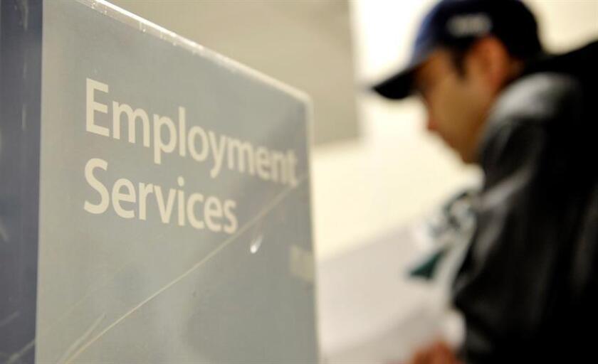 La tasa de desempleo de EE.UU. cerró 2016 en un 4,7 % y el país generó por sexto año consecutivo más de 2 millones de nuevos empleos, informó hoy el Departamento de Trabajo. EFE/ARCHIVO