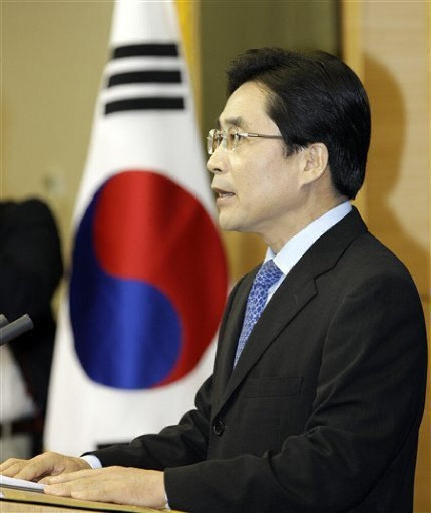 South Korean Foreign Ministry spokesman Kim Young-sun announces the country's sanctions against Iran at Foreign Ministry in Seoul, South Korea, Wednesday, Sept. 8, 2010. South Korea said Wednesday it will ban unauthorized financial dealings with Iran as part of sanctions to join the U.S-led campaign to tighten restrictions against Tehran over its disputed nuclear enrichment program. Seoul blacklisted 102 entities, which include the Iranian Revolutionary Guard Corps and the Islamic Republic of Iran Shipping Lines, and 24 individuals for the sanctions, Kim said. (AP Photo/ Lee Jin-man)