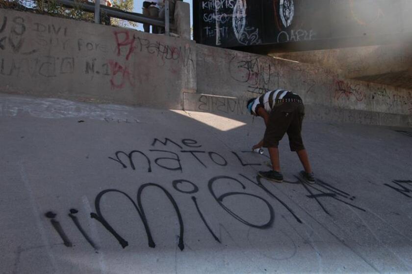 Un tribunal de apelaciones determinó que la familia del joven mexicano Sergio Adrián Hernández, muerto en 2010 en la frontera con México, no tiene derecho a pedir una indemnización al agente de la patrulla fronteriza que le disparó. EFE/Archivo