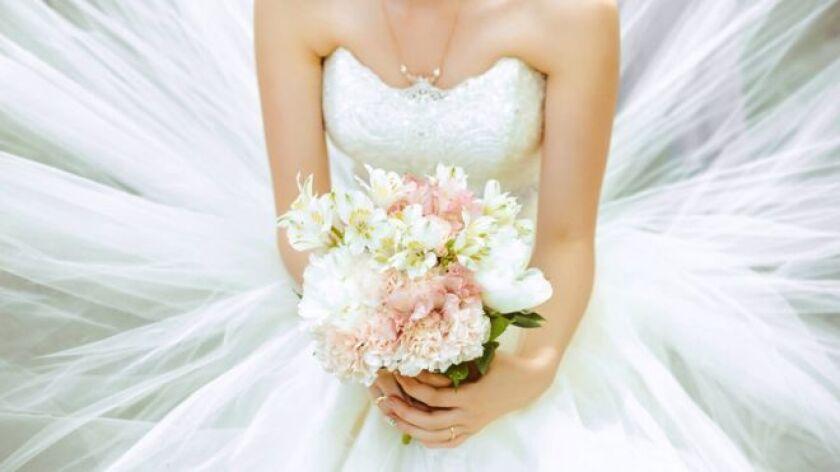 Es el atuendo por defecto para las novias en la cultura occidental, pero ¿qué representa realmente el omnipresente vestido de bodas blanco?