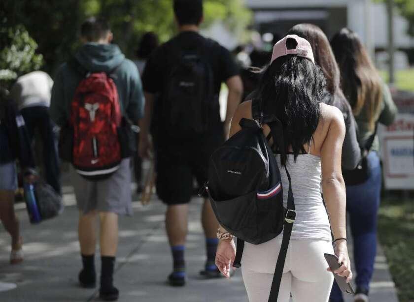 Sexo y alcohol: 5 temas que los padres deben tocar con los hijos que entran a la universidad