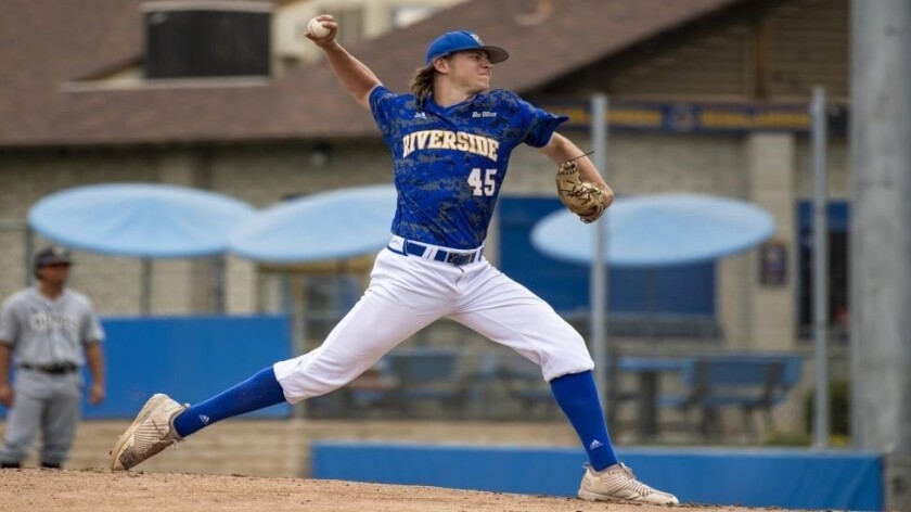 Cole Percival delivers a pitch for UC Riverside.