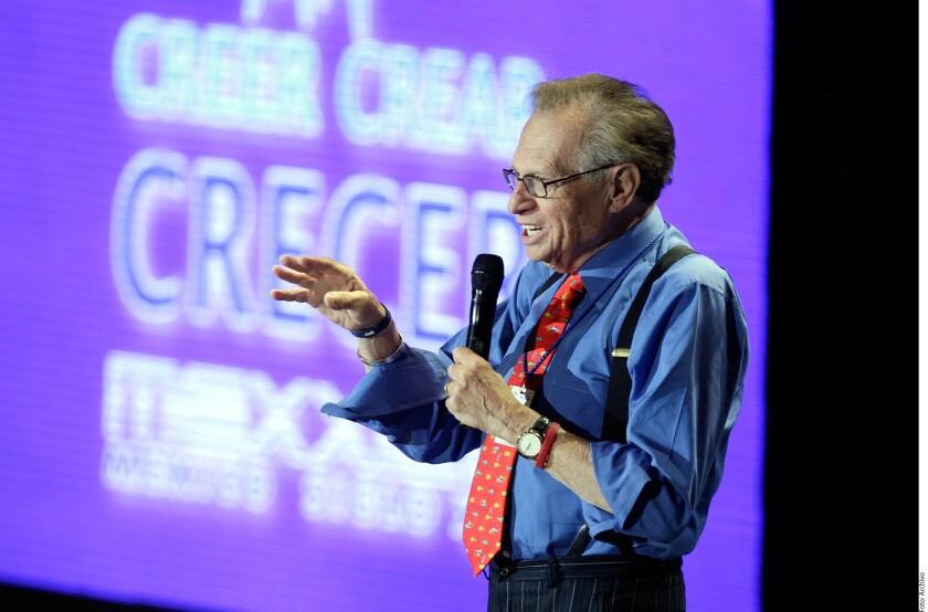 El presentador de televisión Larry King fue acusado de manosear en dos ocasiones a Terry Richard, escritora y ex esposa del cantante Eddie Fisher.