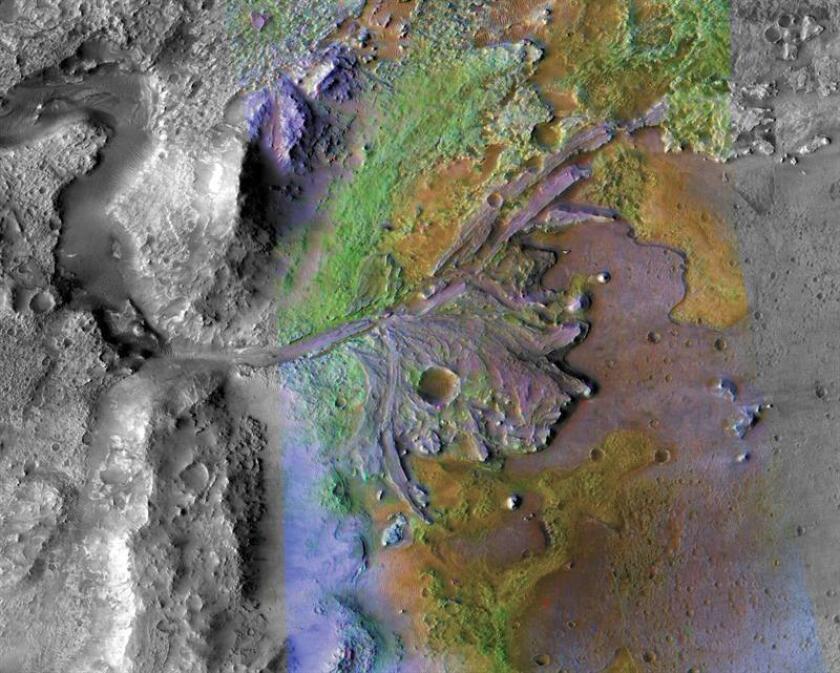 Imagen cedida por la NASA, que combina información del espectrómetro compacto de imágenes de reconocimiento de Marte y la cámara de contexto, donde se muestra el delta del cráter de Jezero, donde los sedimentos contienen arcillas y carbonatos. EFE/NASA/JPL/JHUAPL/MSSS/Brown University