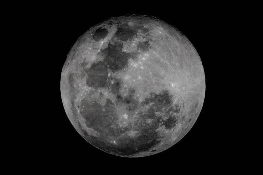 Fotografía de la súper luna desde Caracas (Venezuela). EFE/Archivo