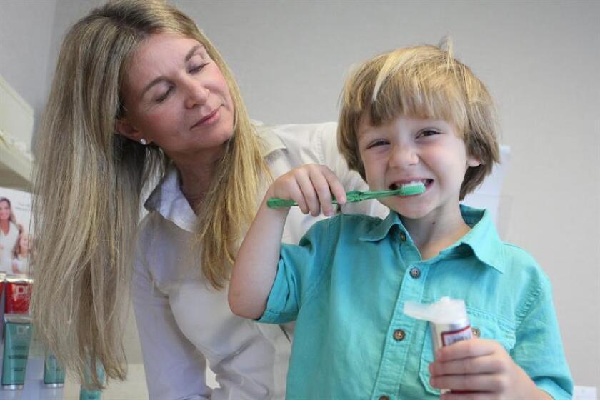 La infección dental, conocida como osteomielitis, es un problema que afecta al 50 % de la población infantil a partir de los 18 meses de vida, y de no ser tratada oportunamente puede dejar secuelas físicas y emocionales, alertó hoy una especialista. EFE/ARCHIVO