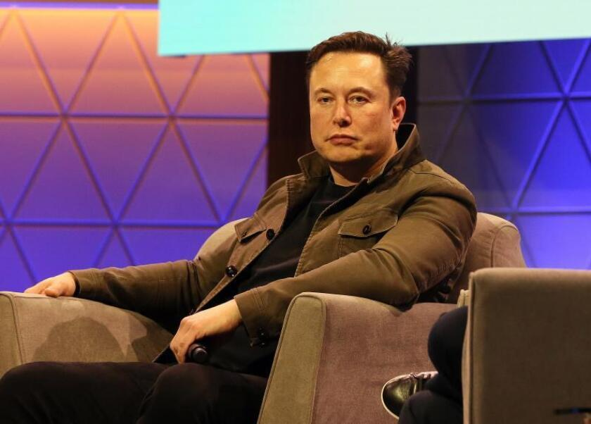 """El empresario sudafricano Elon Musk participa en la conferencia """"Conversación de Elon Musk con Todd Howard"""" durante la exposición Electronic Entertrainment Expo (E3) 2019. EFE/ Adam S Davis/Archivo"""