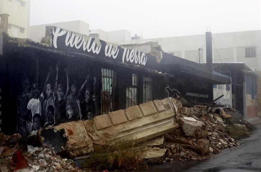 Fotografía del 29 de agosto de 2018, que muestra los daños causados a un local comercial por el paso del huracán María en septiembre de 2017, en San Juan (Puerto Rico). EFE/Archivo