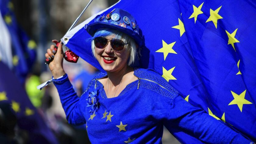 Madeleina Kay, Young European of the Year 2018 dressed in blue holds an EU flag and entertains the p