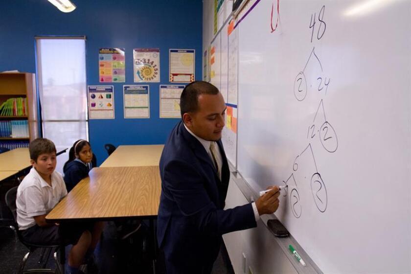 """Un grupo de escuelas tipo """"chárter"""" (concertadas) se unió hoy a la huelga indefinida de maestros del distrito de Los Ángeles (LAUSD), California, que el lunes llevó al paro a más de 30.000 maestros de educación primaria, media y secundaria, según el Sindicato de Maestros de Los Ángeles (UTLA). EFE/Archivo"""
