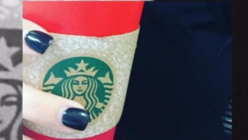 Desde 1997, Starbucks lanza sus vasos de edición especial, los cuales varían de año en año y se han vuelto icónicos. Por lo general, la cadena decora sus vasos con motivos navideños como copos de nieve, globitos ornamentales o arbolitos.