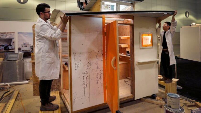 Estudiantes de arquitectura construyen casa portátil para crear conciencia sobre la falta de vivienda