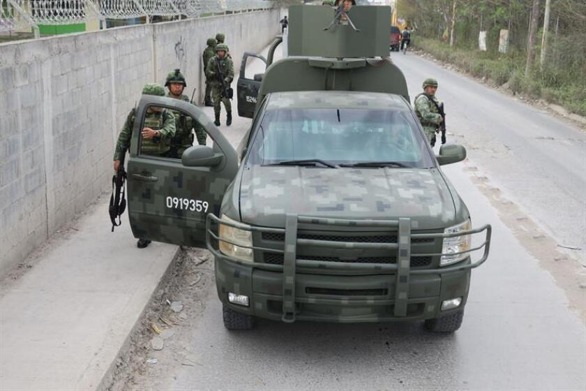 Petrona Guadalupe Morales Saldaña, originaria de la colonia Francisco Villa del municipio de Villa Flores, en el estado de Chiapas, es una de las 112 mujeres entre los 387 soldados integrantes del primer escalón 2018 que han concluido su adiestramiento básico de combatiente individual regional. EFE/Archivo