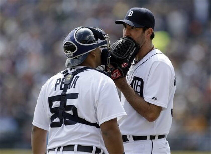 Detroit Tigers starting pitcher Justin Verlander, right, talks with catcher Brayan Pena during the first inning of a baseball game against the New York Yankees in Detroit, Sunday, April 7, 2013. (AP Photo/Carlos Osorio)